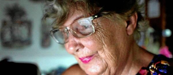 Zezé Teixeira, de 83 anos, acessa a rede social todos os dias para escrever, informar-se, falar com as amigas e ficar mais próxima da família - Gustavo Stephan